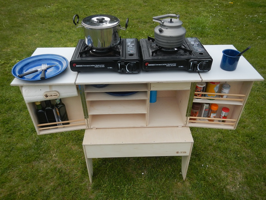 Camp Kitchen - mit Kocher auf Hocker