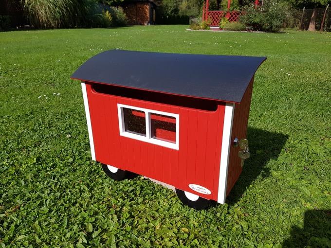 Willi-Wood Briefkasten Peter in Rot rechte Seite geschlossen